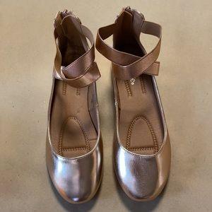 NWOT Bella Marie Dana Rose Gold Ballet Flats